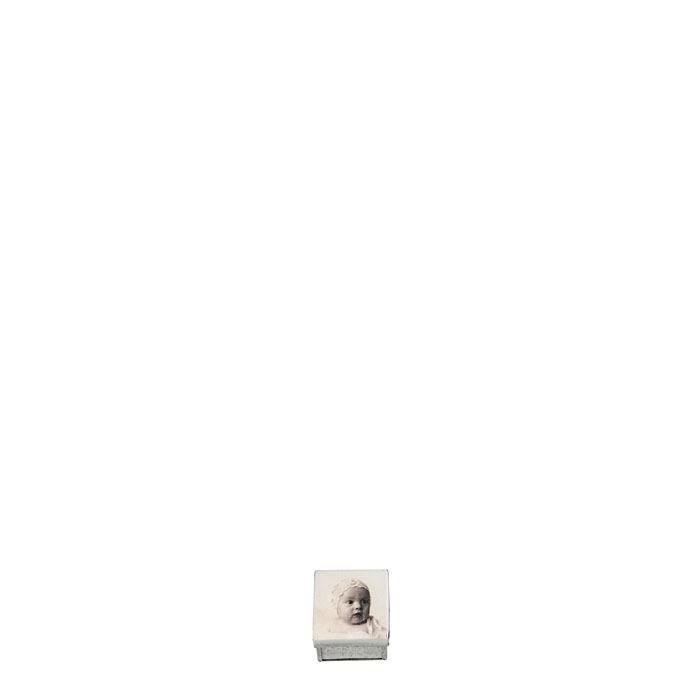 Boite en fer-blanc avec visage de bebe 4 x 4 h4 cm
