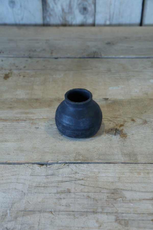 Small vase in black rubber d10 h8 cm