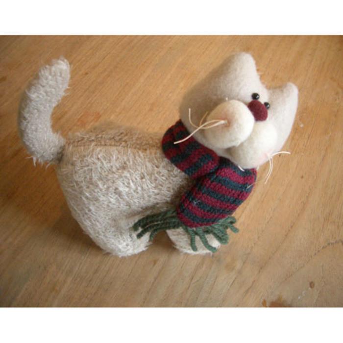 Gatto con sciarpa a righe 14 cm