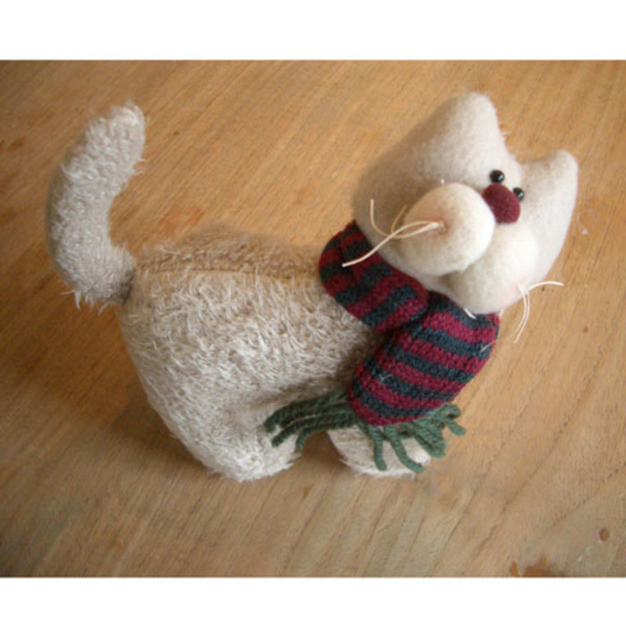 Lovely cat with scarf 20 x 20 cm