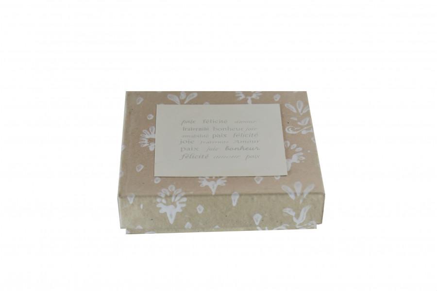 Scatola di carta handmade con fiori e scritta 14 x 14 h3.5 cm